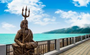Абхазия. Гагра. Набережная и статуя Нептуна.