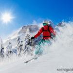 Красная Поляна. Горнолыжный спуск. Лыжник.
