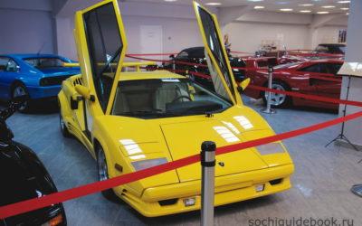 """""""Сочи Автодром"""". Музей. Выставочный экспонат - настоящий желтый Lamborghini Diablo."""