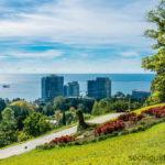 Дендрарий города Сочи. Верхний парк. Вид на море и город.