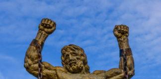 Орлиные скалы. Статуя Прометея.