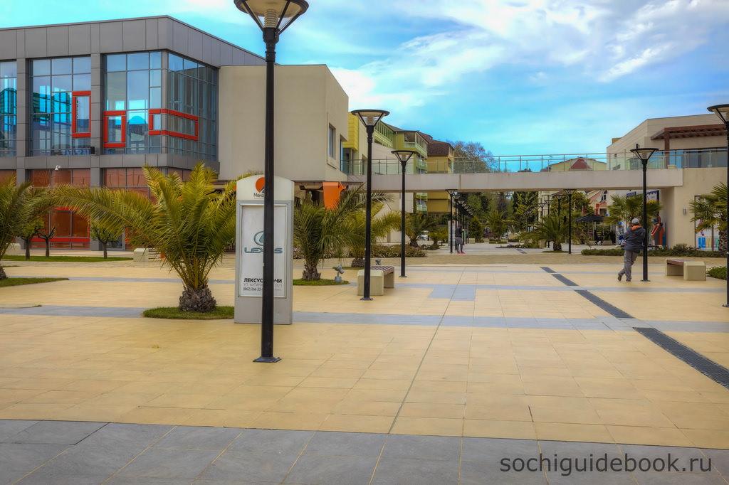 d2cc0c624738 Вся территория, расположенная под открытым небом, вымощена изящной  гранитной плиткой, в которую лаконично вписаны цветные фонтаны, клумбы с  цветами, ...